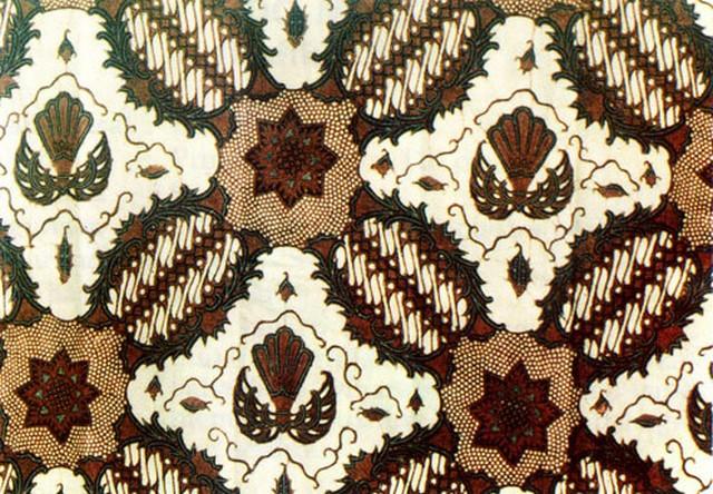 Motif Kesatrian dalam pakem penggunaan batik diharapkan sang anak menjadi seorang kesatria.